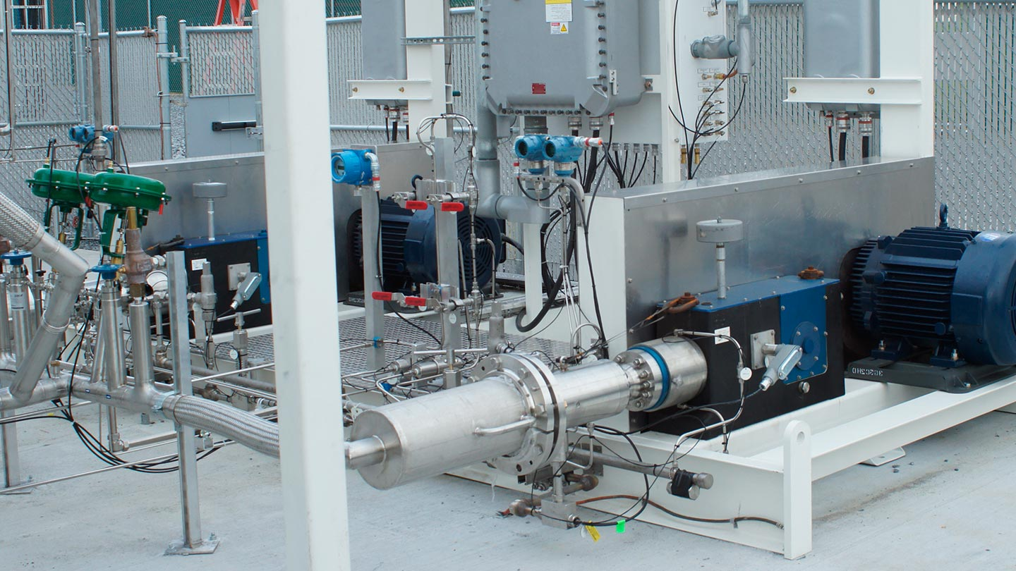 Photo of the Cryogenic Hydrogen/Helium Compressor system at a customer site